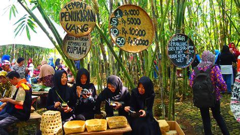 wisata unik pasar papringan  mengusung tema kearifan lokal