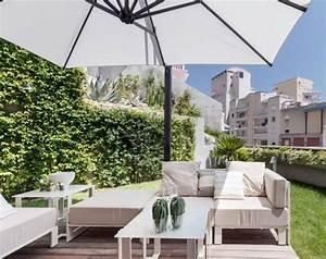 den richtigen sonnenschirm finden darauf muss man achten With französischer balkon mit stoff für sonnenschirm