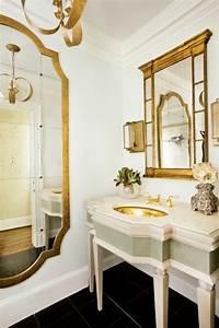 grand miroir dore idees pour une decoration interieur With miroir baroque pour salle de bain