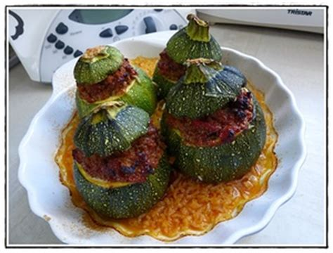 cuisiner la courgette ronde courgettes rondes farcies à la viande version avec