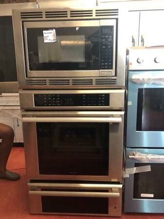 thermador  triple combination wall oven  appliance outlet