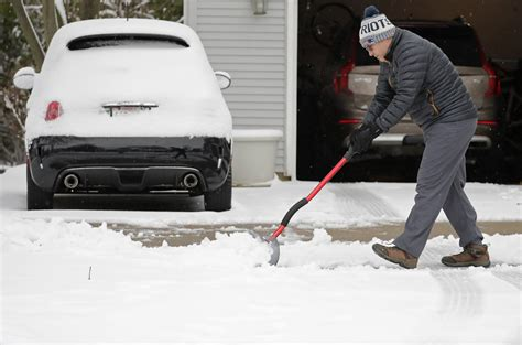 spring storm lingers  burying parts  midwest  snow