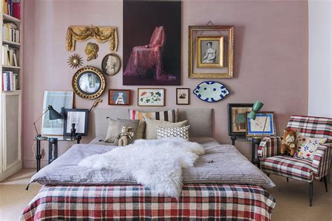 vintage style small apartment  carole borraz