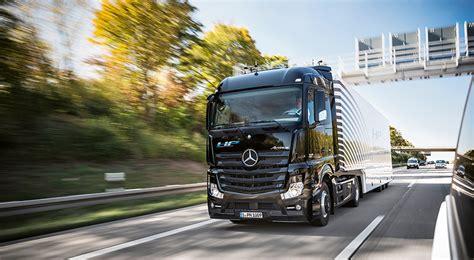 Daimler Trucks  Daimler > Interactive Annual Report 2015