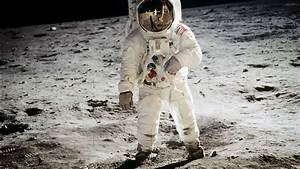 Astronaut Landing Moon Space USA - WallDevil
