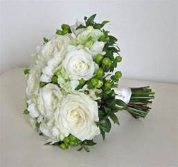 wedding flowers wedding flowers 39 s classic green and white wedding flowers rhinefield house