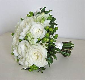 Wedding Flowers Blog: Holly's Classic green and white ...