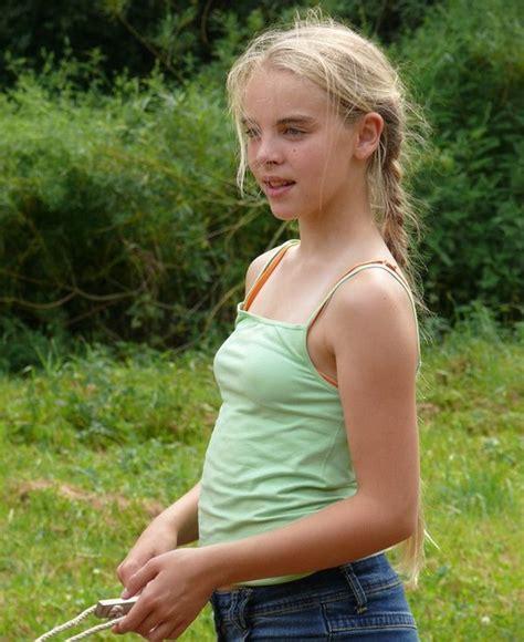 Cute young girls imgrsc