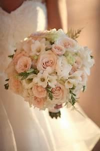 Bouquet De La Mariée : pourquoi opter pour un bouquet de mari e rond la r ponse ~ Melissatoandfro.com Idées de Décoration