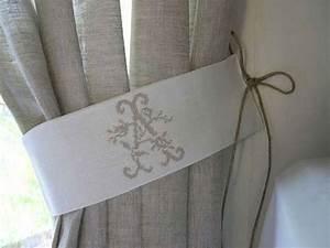 Embrasse Rideau Design : embrasse rideau lin cru monogramme aux roses jolies embrasses de rideaux d coration ~ Teatrodelosmanantiales.com Idées de Décoration