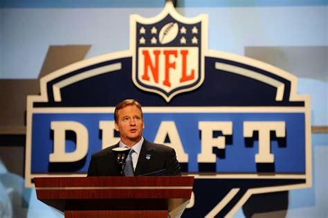 Nfl Draft 2012 Mock Draft Experts Have Chandler Jones As