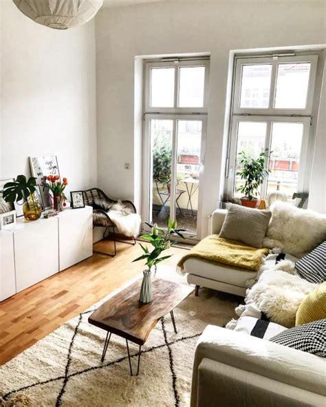 gemuetlich eingerichtetes helles wohnzimmer  berlin