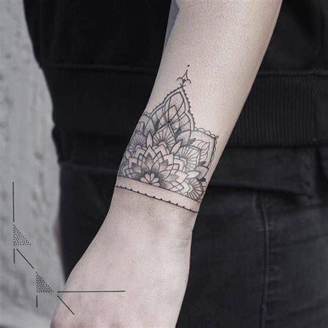 tatouage poignet femme mandala