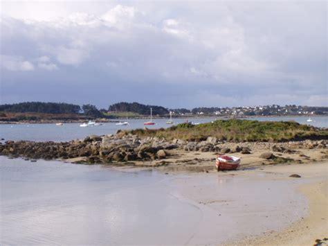 plage du port landrellec cote de granit en bretagne