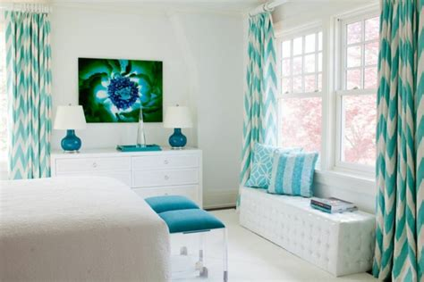 chambre blanche et turquoise le voilage turquoise pour un intérieur doux et élégant