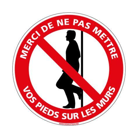 panneau de signalisaton interdiction de mettre les pieds