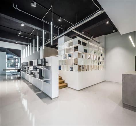 schuco showroom manadelucru archdaily