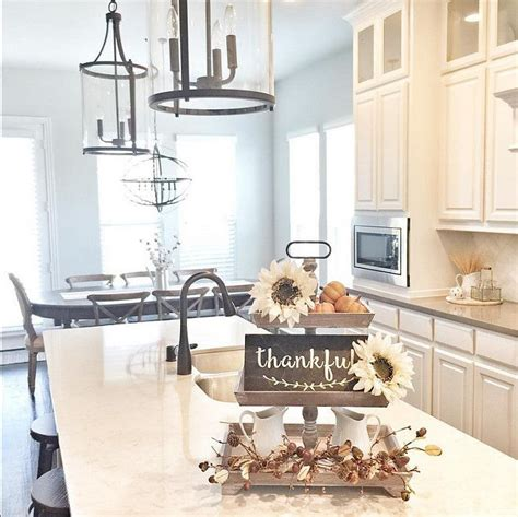 Decorating Ideas For Kitchen Island by 17 Best Ideas About Kitchen Island Centerpiece On