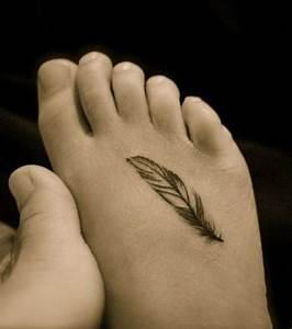 Tatouage Plume Poignet : tatouages pour femme d couvrez les mod les les plus ~ Melissatoandfro.com Idées de Décoration
