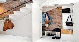 astuces rangement sous escalier futees  pratiques
