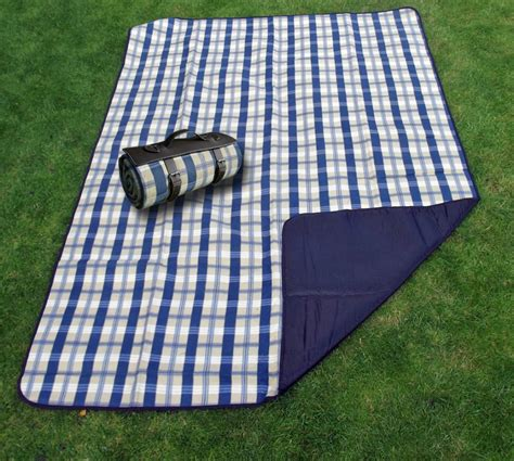 Top 4 Waterproof Outdoor Blankets Reviewed And Compared