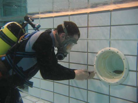 Specialist Diving Service For Underwater Swimming Pool Repairs