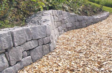 Steinmauer Als Blickfang Und Sichtschutz Im Garten