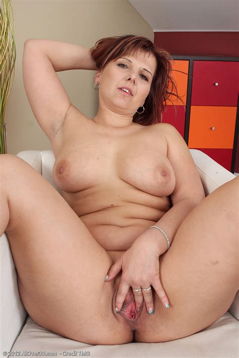 Sexy Fatty Marie Jeanne Frees Her Nice Big Tits And Spread