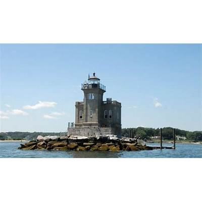 National Lighthouse Day: Visiting America's Prettiest