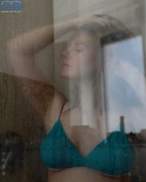 Nackt kelly missesvlog Kelly Svirakova