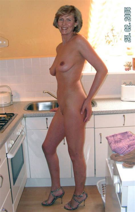 Real Mature Is Naked In The Kitchen