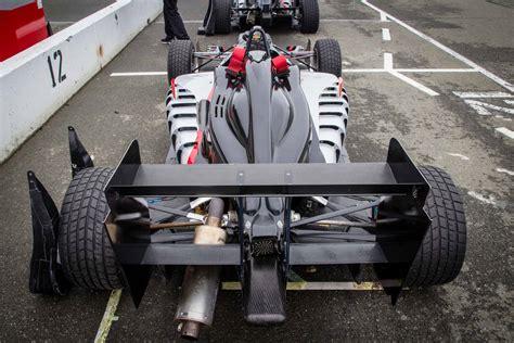 formula 3 engine driving a formula 3 car at the simraceway performance