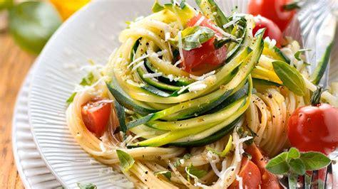 rezepte mit spiralschneider kochbuch zucchini nudeln eat smarter