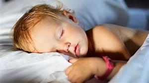 Ab Wann Kind Mit Decke Schlafen : schlafforschung so viel schlaf brauchen kinder ~ Bigdaddyawards.com Haus und Dekorationen