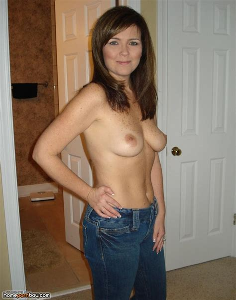 Cute amateur wife posing topless - Mobile Homemade Porn Sharing