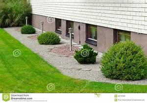 Gestaltungstipps Moderner Garten : moderner garten stockfoto bild von sauber leuchte architektur 26797656 ~ Whattoseeinmadrid.com Haus und Dekorationen