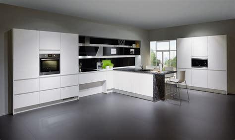 Cucine Bianche Moderne Luminosità E Personalizzazione