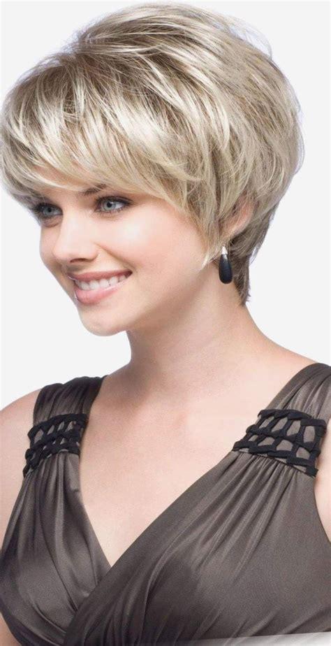 21 coupe de cheveux pour visage rond femme 50 ans idees