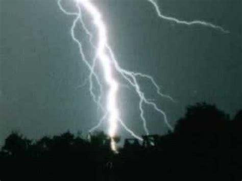 huge lightning storms gewitteren mit donner und blitzen