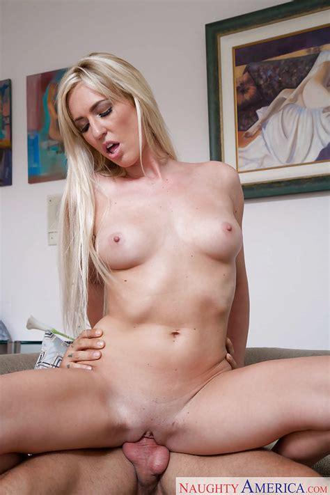 Milf Pornstar Victoria White Gets Tits Creampied After