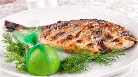 cuisiner une dorade a la poele dorade marinée au citron recette facile de poisson