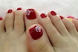 Simple pedicure nail art photos