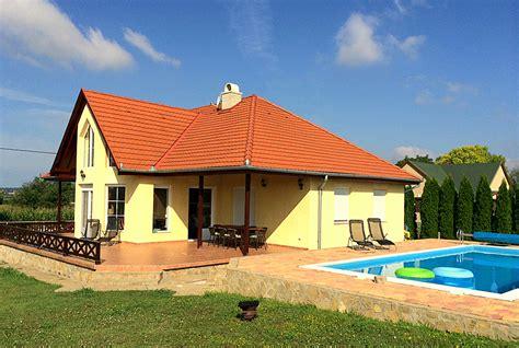 Häuser Kaufen Ungarn Balaton by Ein Ferienhaus In Ungarn Am Plattensee Ferienh 228 User In