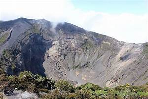 Guide to Enjoying Irazu Volcano National Park in Costa Rica
