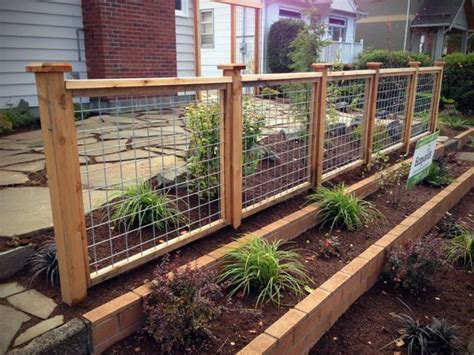 Galvanized Steel Mesh Fence With Cedar Frame