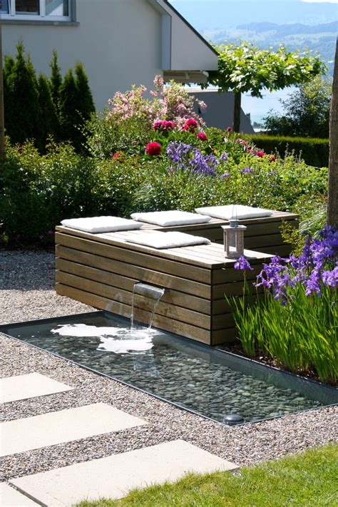 Wasserspiele Für Den Garten sitzplatz zum wohlf 252 hlen mit wasserspiel parc s