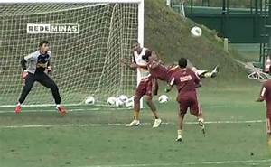 Ronaldinho's Casual Bicycle Kick Goal (Video) :: FOOYOH ...