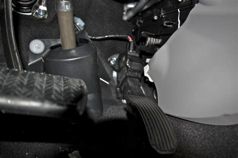 toyota dealers  repair sticky accelerator pedals