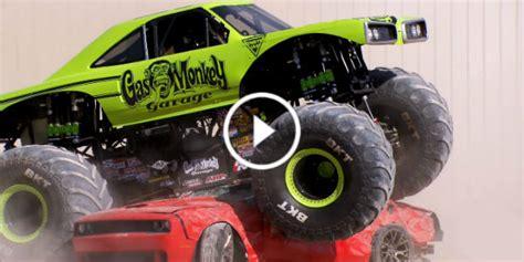 crushing    dodge challenger hellcat   gas