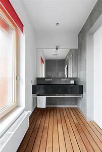 plancher en bois l39accent dans un appartement convivial With plancher teck salle de bain